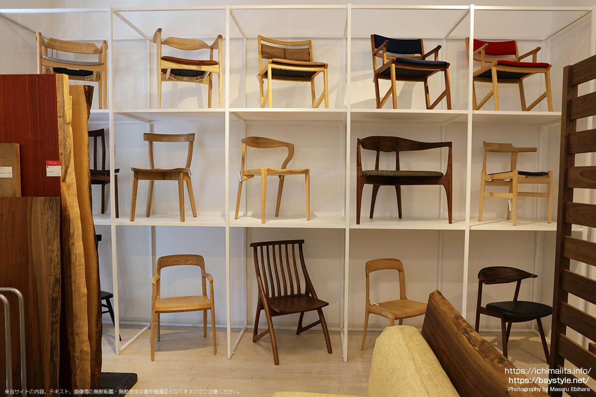 一枚板と椅子の組み合わせ