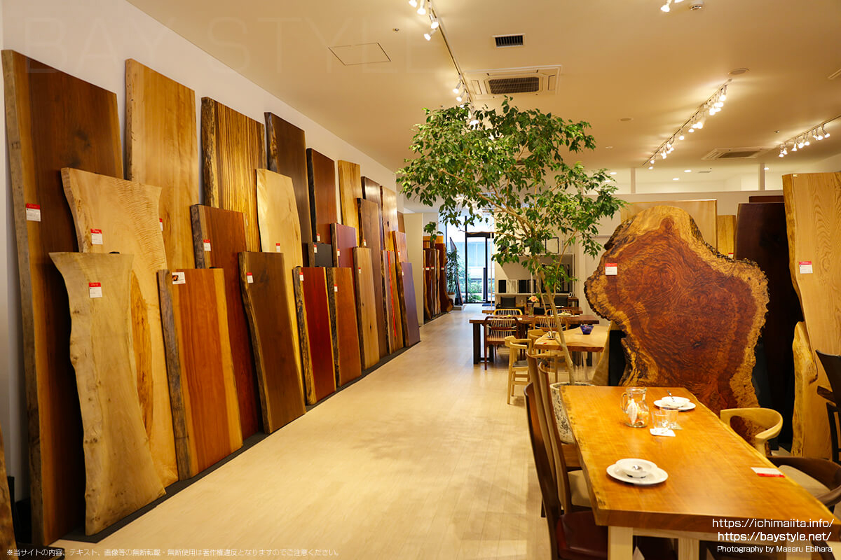 アトリエ木馬横浜ギャラリー店内のオープンスペース
