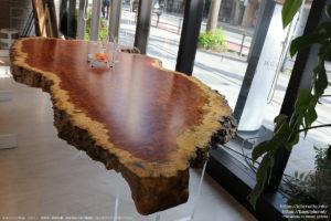 1200万円の一枚板テーブル
