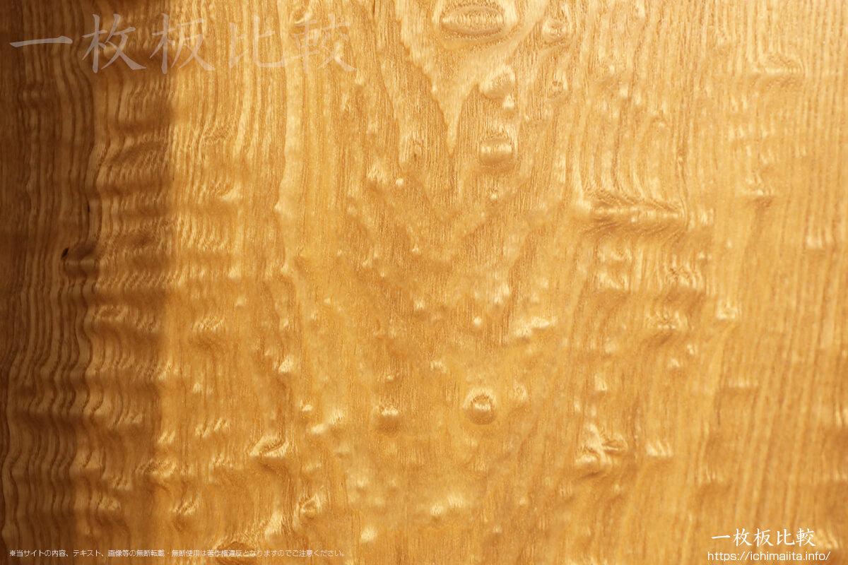 玉杢が美しいタモの一枚板