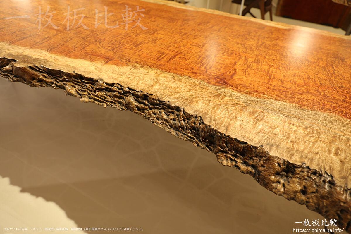 材の無垢感が凄いブビンガの一枚板