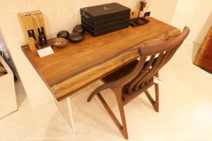 アサメラの一枚板テーブル