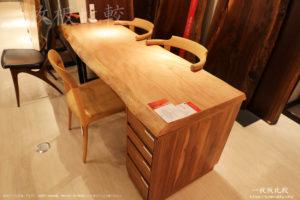 シカモアの一枚板テーブル