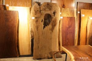 バストゥーンウォールナットの原木