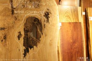 乾いた状態のバストゥーンウォールナットの表面