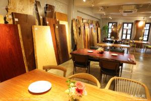一枚板テーブルの販売スペース