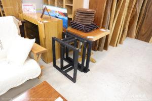 祭り屋で販売されている一枚板テーブルの脚