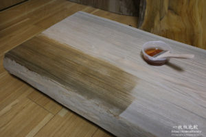 一枚板のオイル塗装を自分自身(DIY)で実施する方法