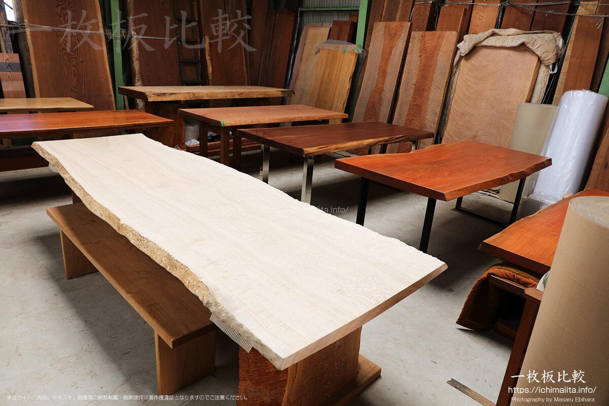 瀬尾木材有限会社2階の一枚板販売コーナー