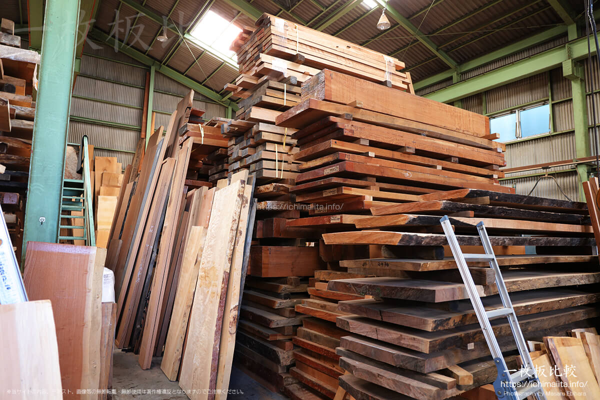 瀬尾木材有限会社1階の一枚板販売コーナー