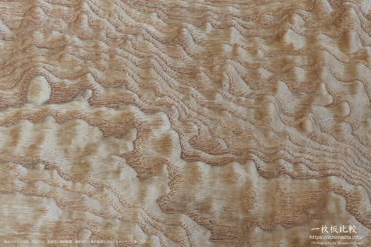 玉杢が出ているタモの板目