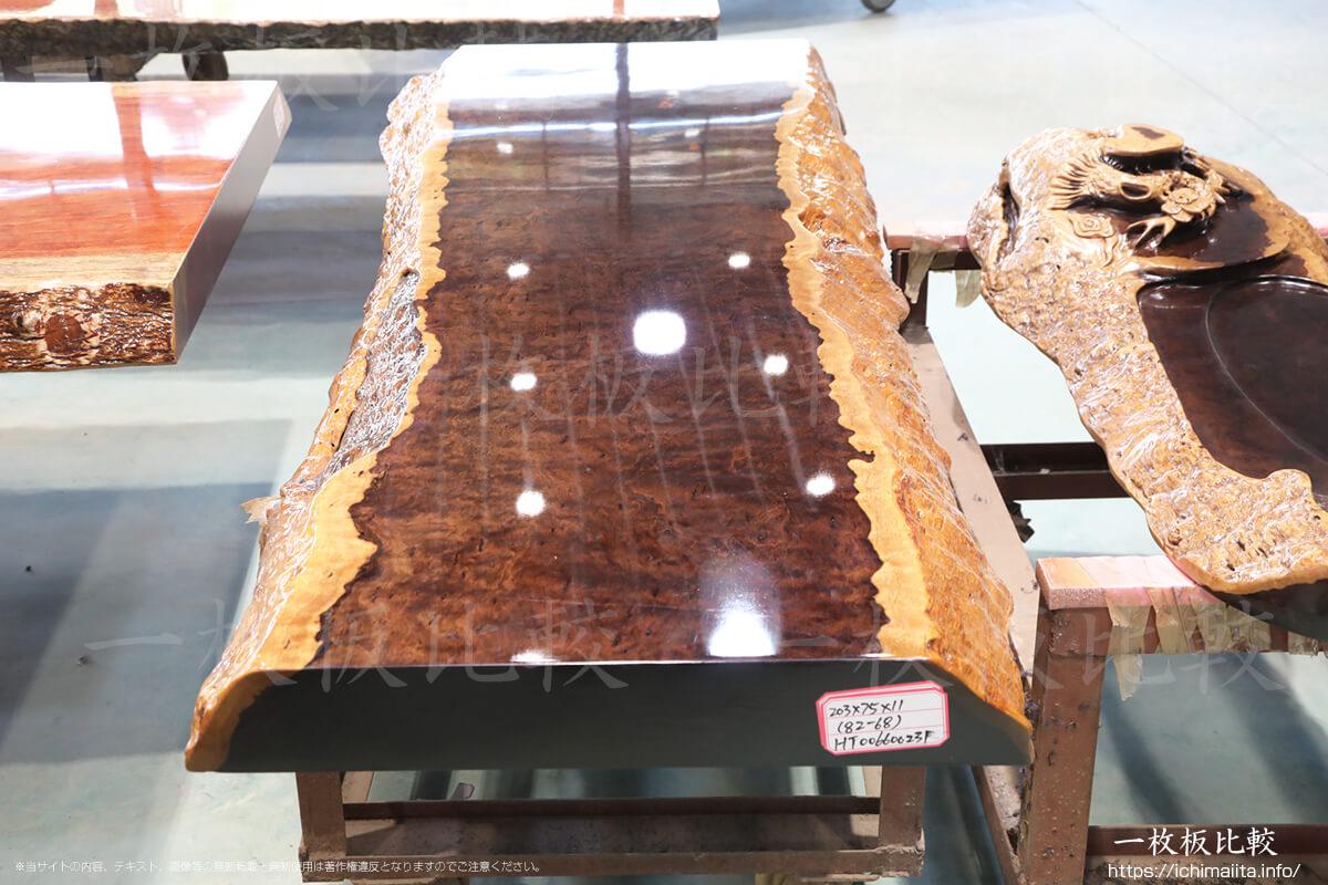 厚さ10センチ以上の黒檀(コクタン)の一枚板