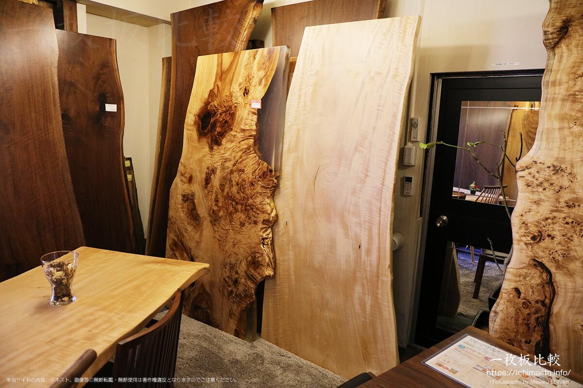 トチの瘤杢とのレジンテーブル