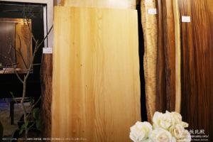 幅が広くて綺麗な桧(ヒノキ)の一枚板