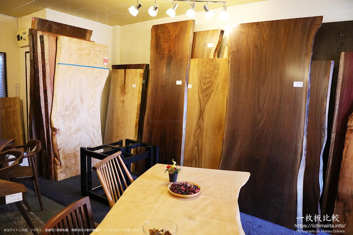 無垢一枚板専門店slab team柏店、一枚板展示在庫の様子