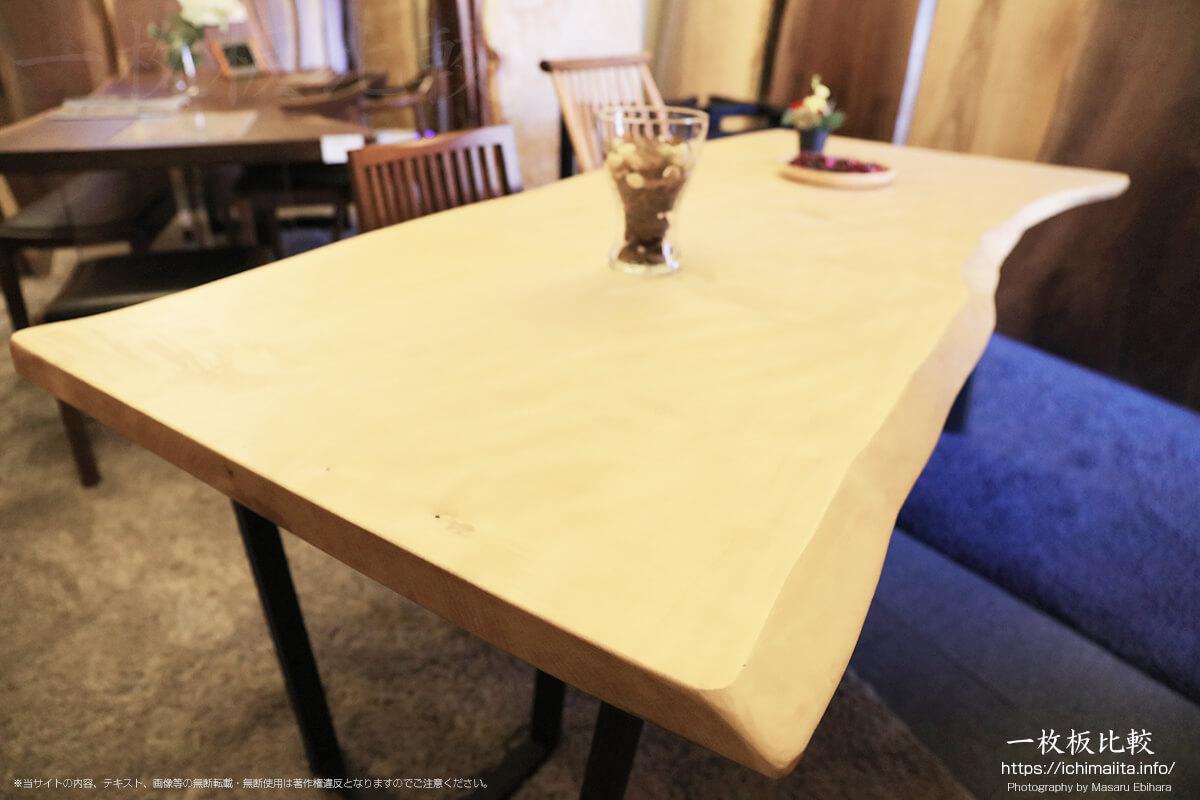 栃(トチ)の一枚板テーブル