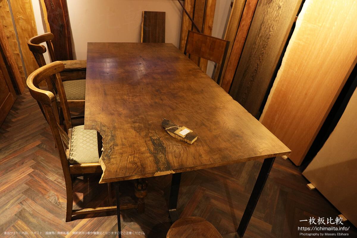 神代ナラの一枚板テーブル