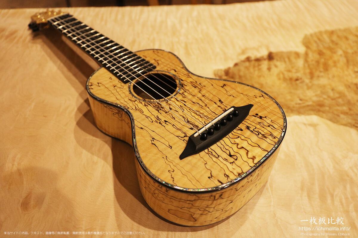 スポルテッド杢が入ったギター