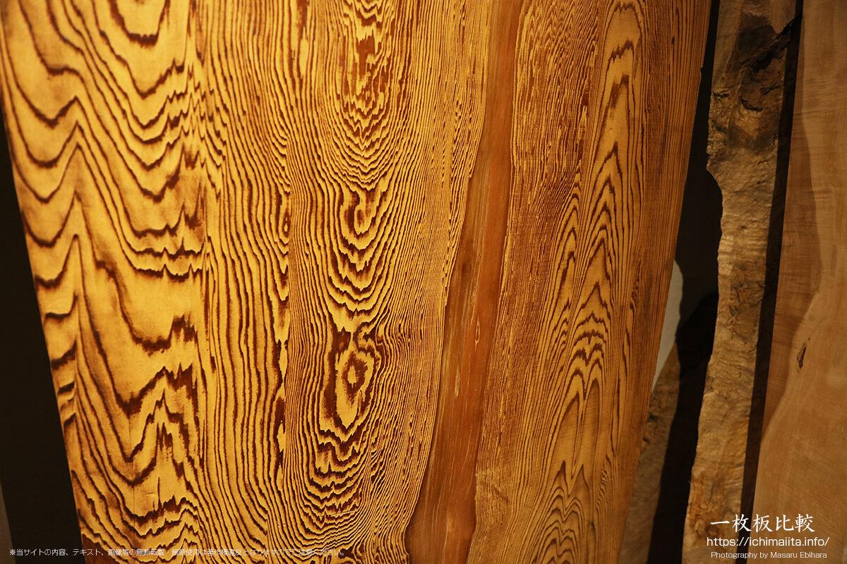 杢目が美しい杉の一枚板
