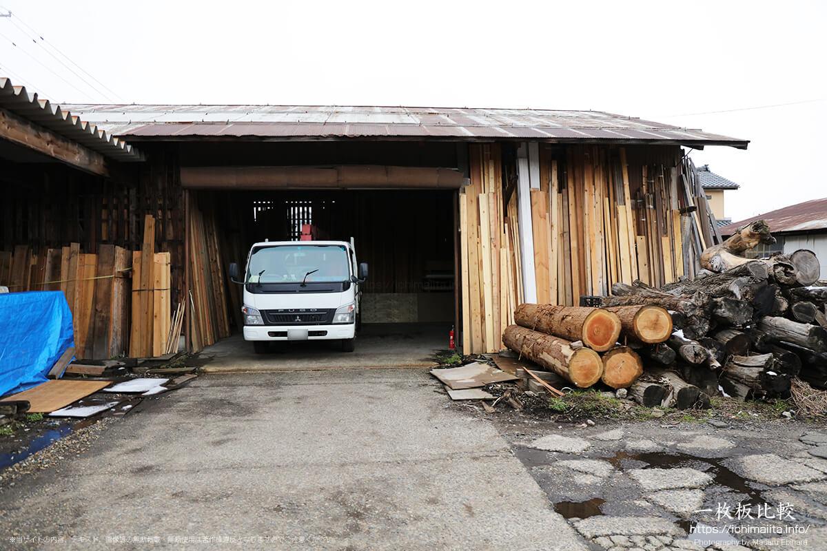 材木店の倉庫