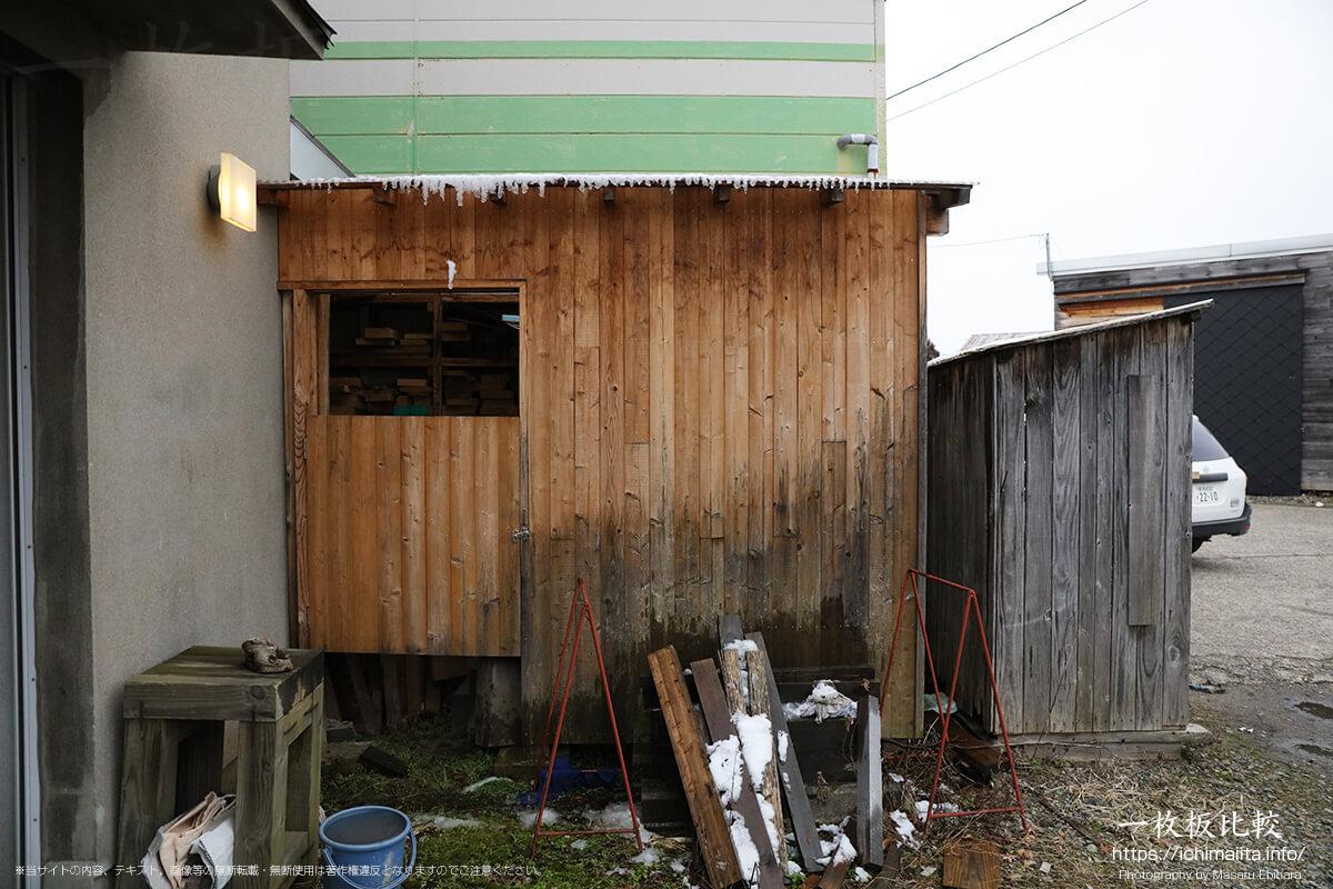 新発田屋材木店・製材所の事務所入口
