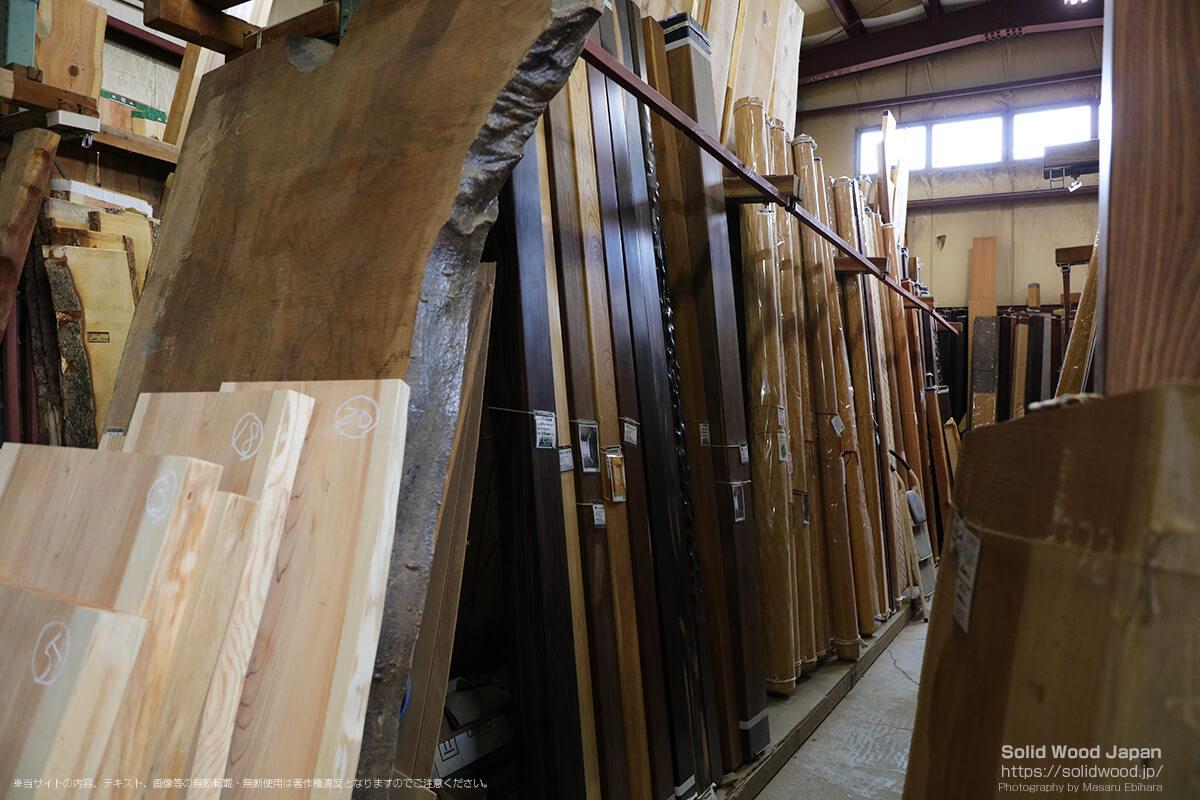 さんもく近江銘木(株)の床柱、丸太、変木、框