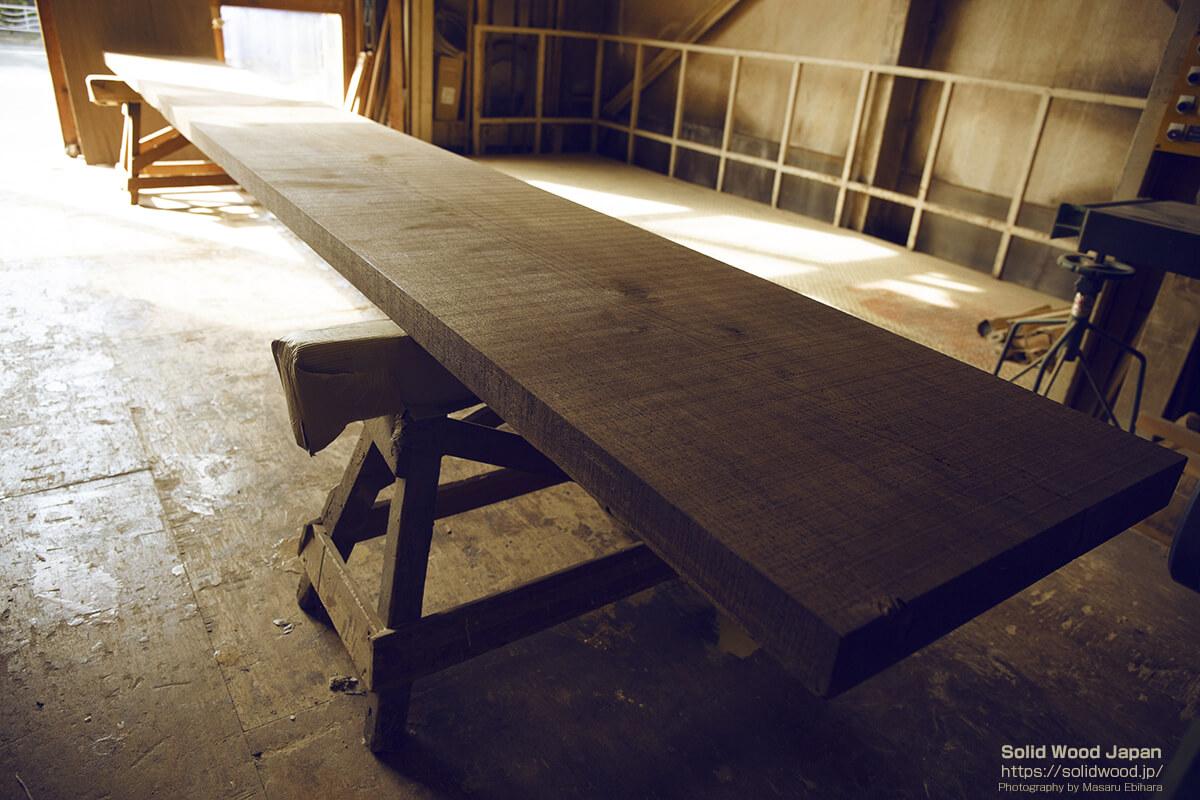 一枚板のカウンターテーブル