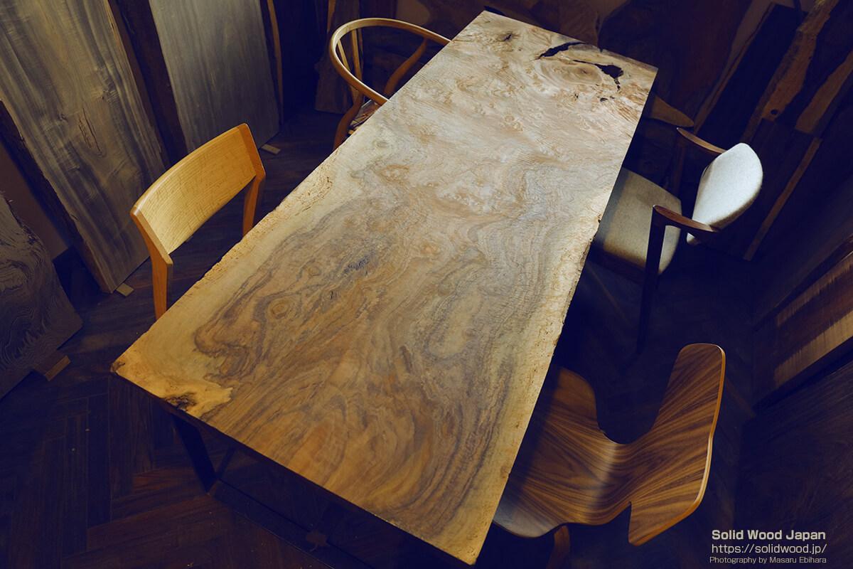 一枚板のダイニングテーブル