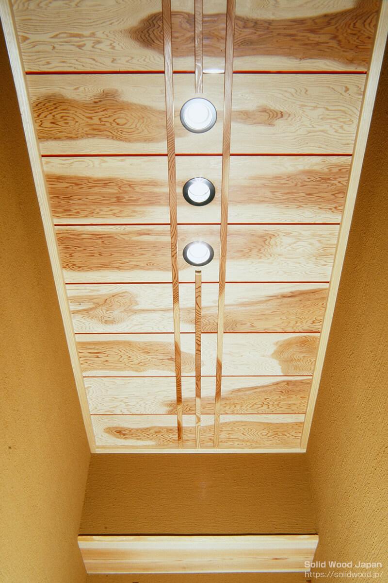 ビル玄関口に用いた源平杢(げんぺいもく)の作例