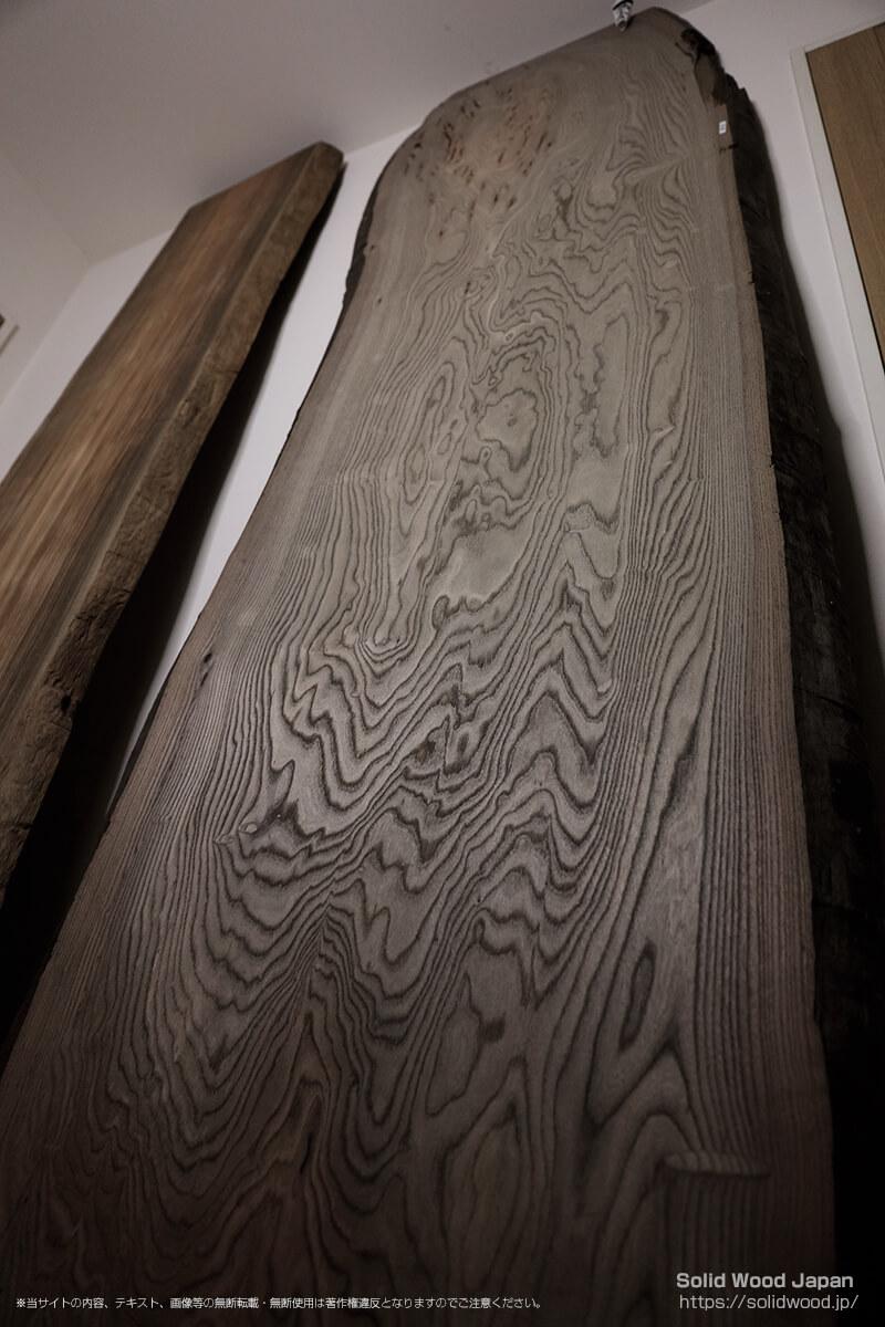 ジンダイニレ(神代楡)の一枚板