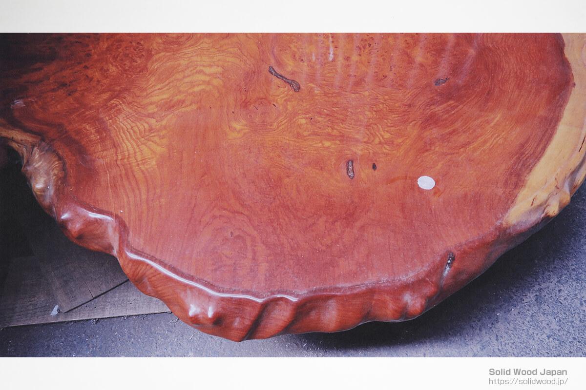 輪切り時1部欠損した材や、コバを人工的な天然肌を施した材は、二番手の評価