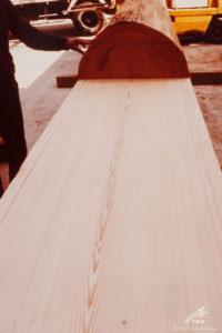 木挽業の(故)林以一氏の墨により美事に挽き上げた中杢目(なかもくめ)