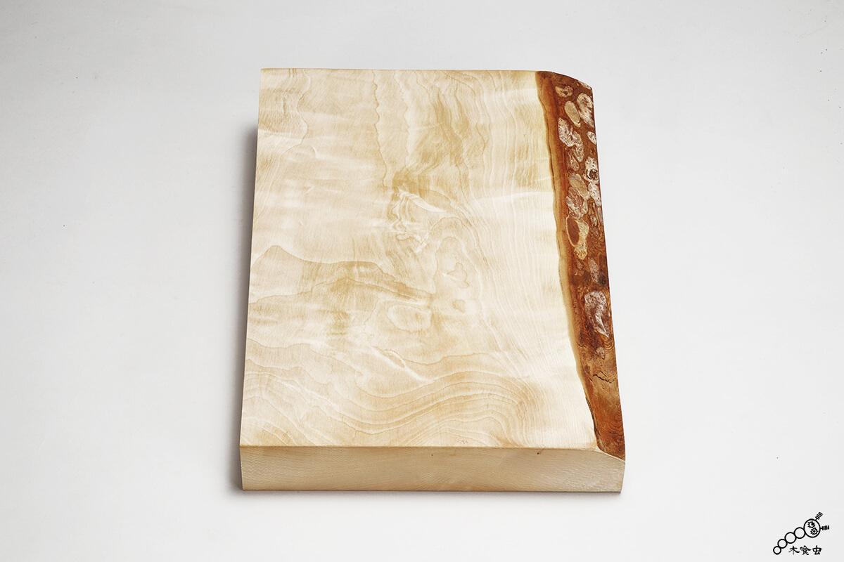 片天然皮付板(かたてんねんかわつきいた)・片付き板
