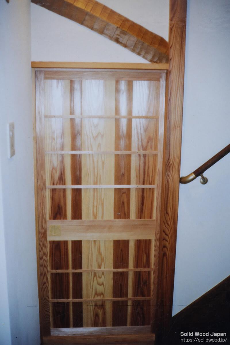 ドア材としての白杢(しろもく)の使用例