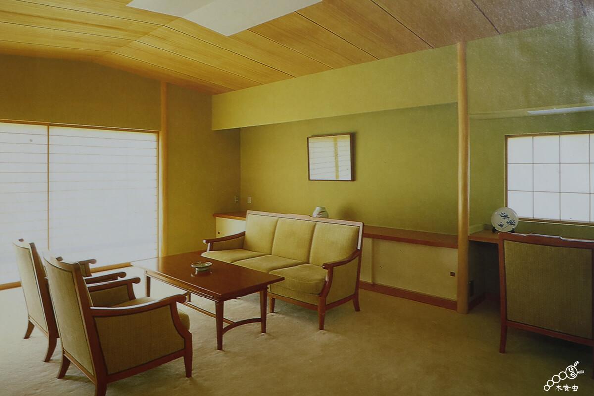 杉柾目を和風の応接間に使った例
