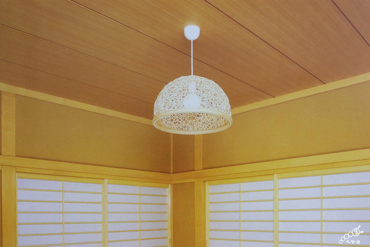 落ち着いた和室の天井板(杉柾を使った例)