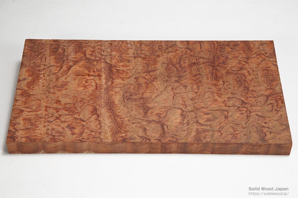 アフリカ産のブビンガ材の如鱗杢目(じょりんもくめ)