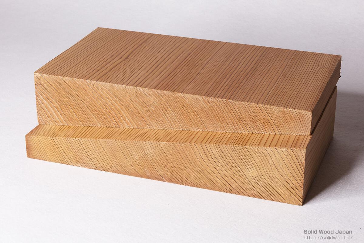 矢挽き(やびき)は、同じ材から2枚の建築用材を取る為に考えられた挽き方