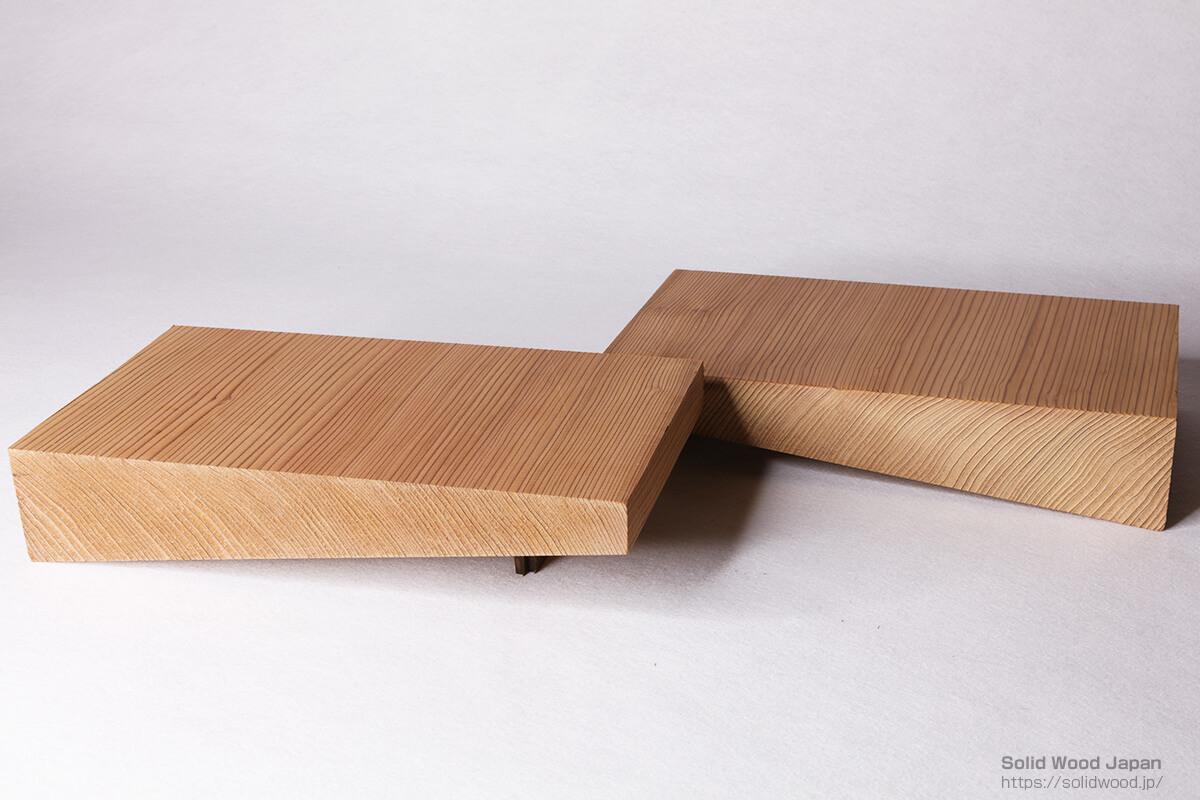 挽かれた材の木表使いが、2枚取材され、それぞれの用途に使い分けが出来る