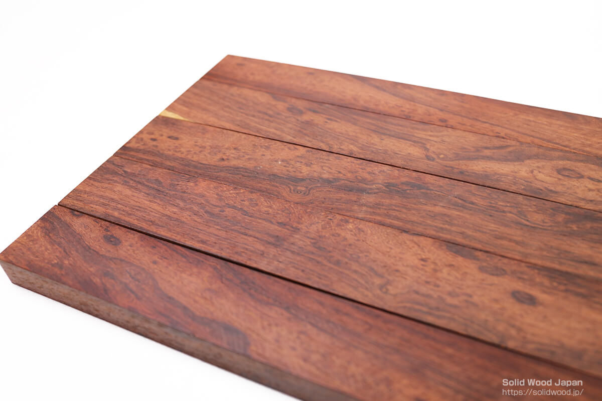 縞紫檀(チンチャン)材から偶然現れた小豆杢(あずきもく)とは違う泡杢