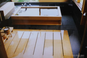 全て木曽桧(きそひのき)の柾目材で出来た風呂