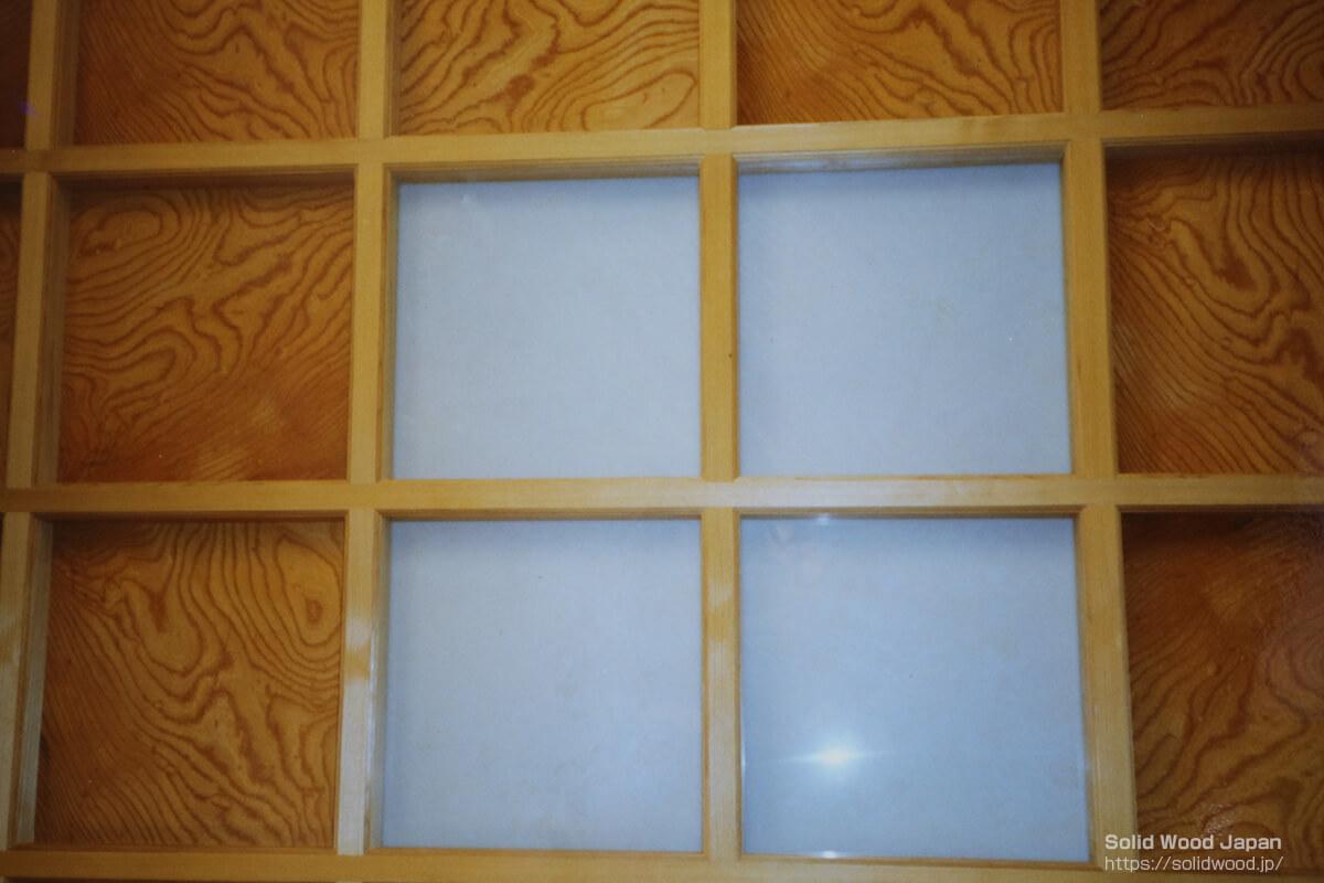 欅(ケヤキ)の根杢を使った格子天井板