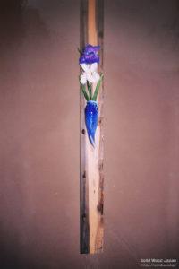 """船板で製作した""""垂撥(すいばち)""""の花掛け板(船釘の跡があります)"""