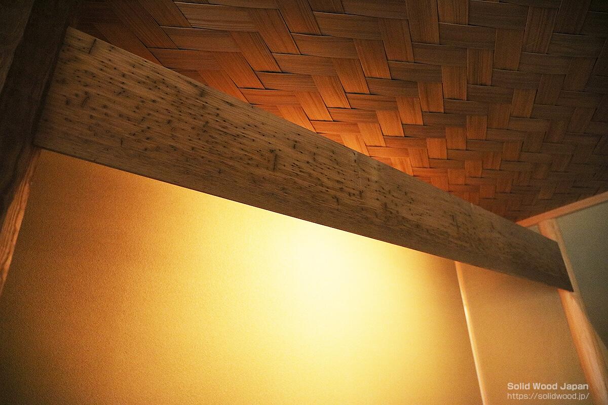草加市にある日本文化芸術関連施設漸草庵(ぜんそうあん)百代の過客(はくたいのかかく)で撮影した栗の虫喰い材