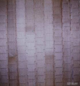栗の柾板に突鑿(つきのみ)加工を側面に角度を付けた物