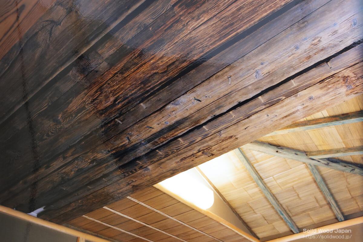 古舟の舟材を張り上げた茶室の例