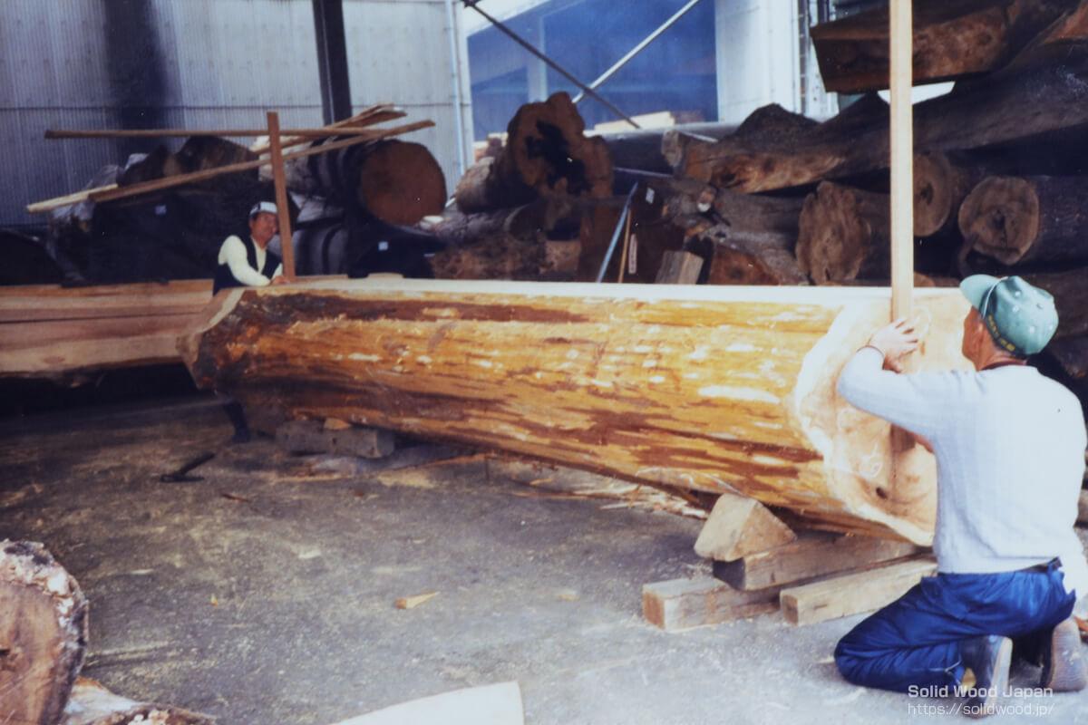 相方と木製定規を使って本木線を出す