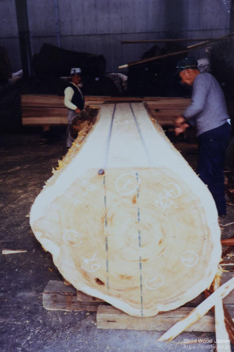 桧丸太の本木取り線