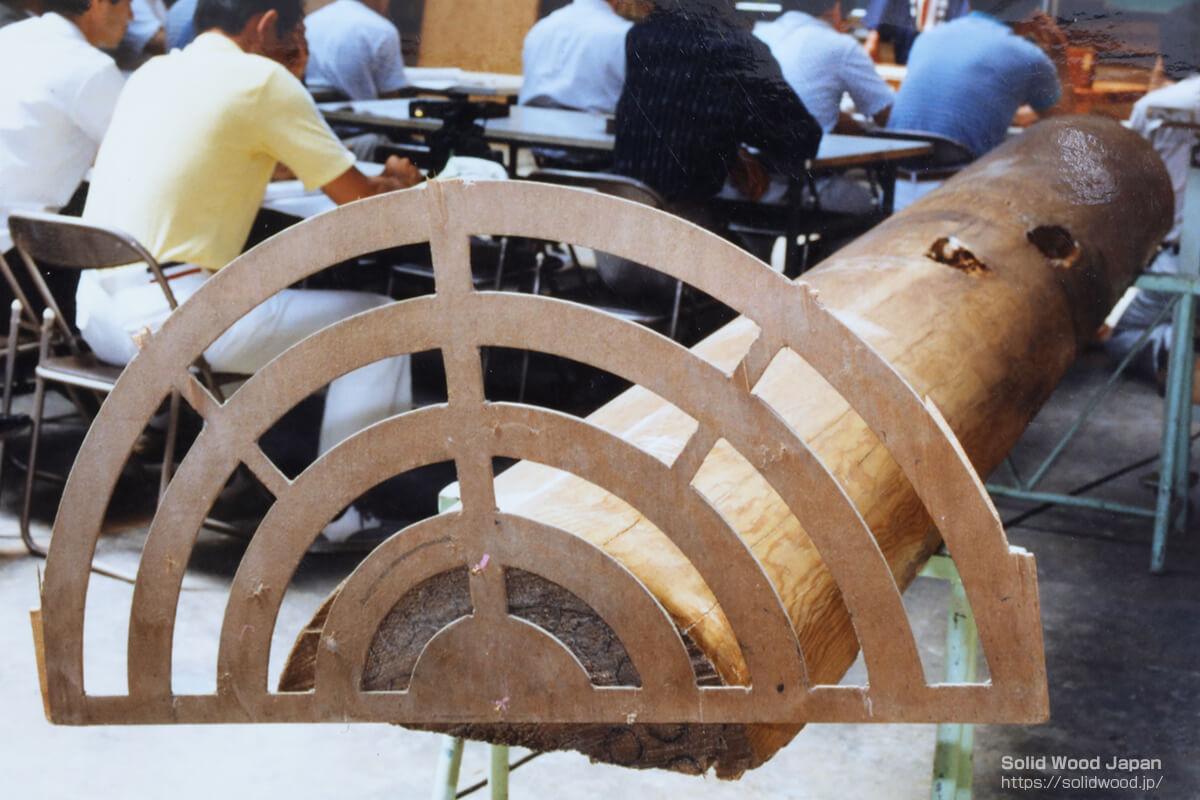 特殊なツキ板のハーフロータリー用定規